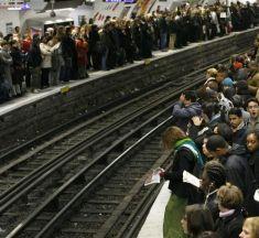 Les usagers parisiens confrontés à une grève dans le métro et le RER