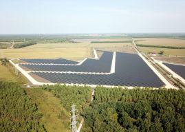 Une centrale solaire géante ouvre ses portes en France