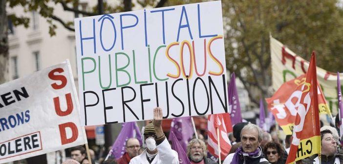 Le gouvernement promet 1,5 milliard d'euros pour apaiser les personnels de santé en colère