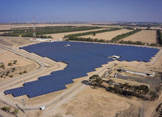 Israël présélectionne 11 dossiers pour un appel d'offres portant sur 300 MW d'énergie solaire et de stockage