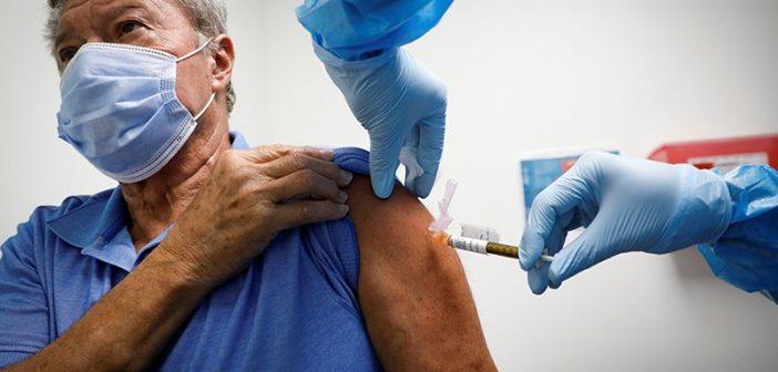 Vaccination : le gouvernement devrait lancer la campagne de rappel pour les 65 ans et plus
